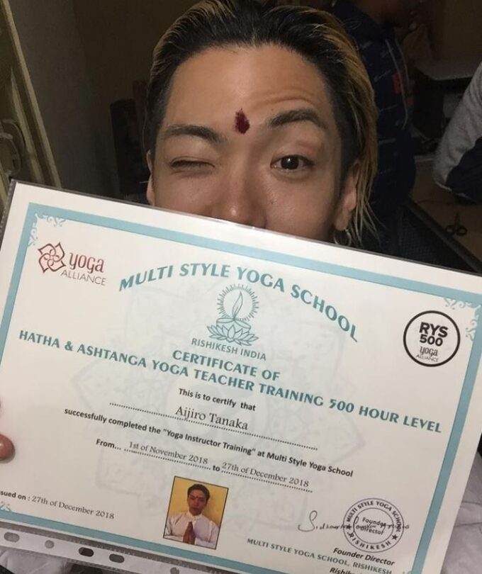ダンサーIG、インドでヨガ指導免許ゲット!